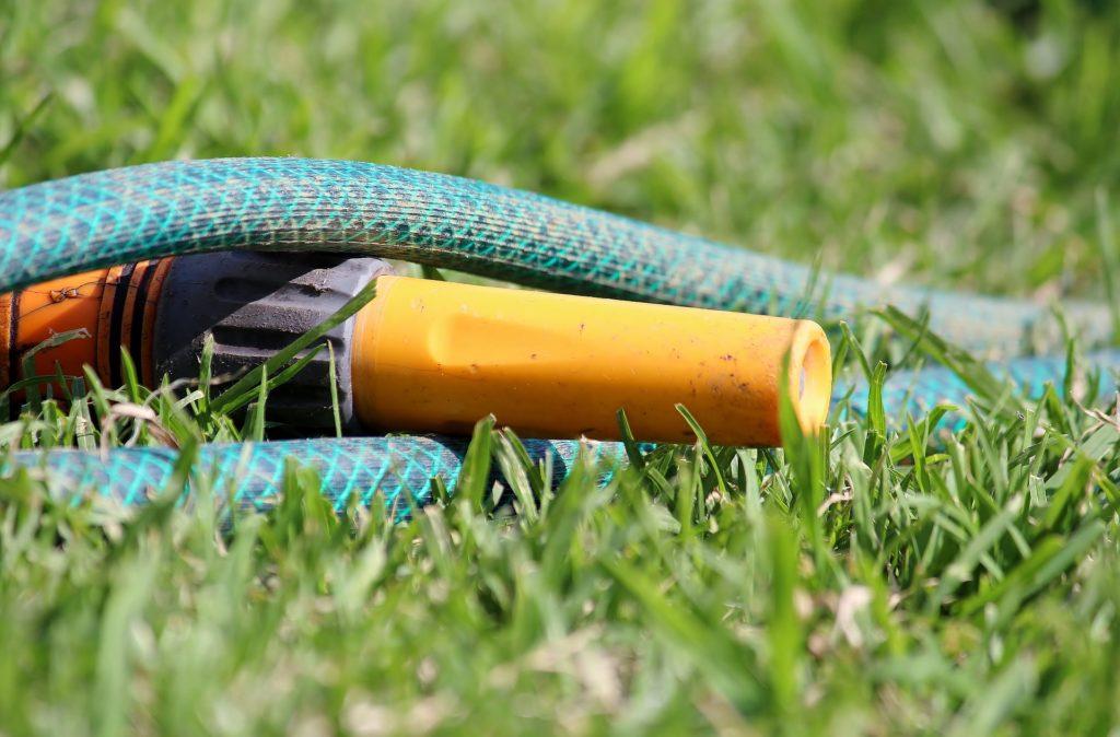 Gartenschlauch für Wassersprinkler für Kinder.